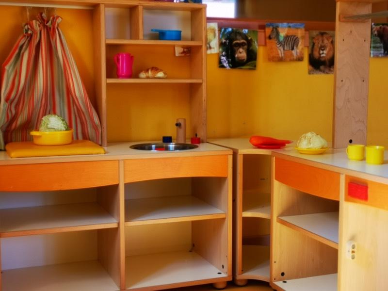 Cucina in legno per gioco simbolico